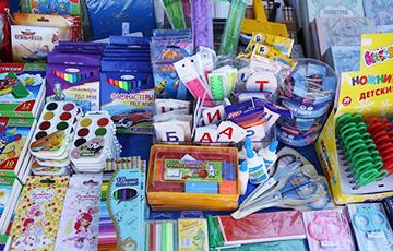 «Один рюкзак на два года»: Как родители из Витебска собирают детей в школу