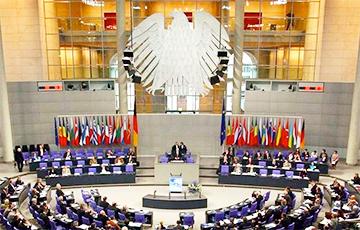 Коронавирус: Бундестаг одобрил беспрецедентный антикризисный пакет