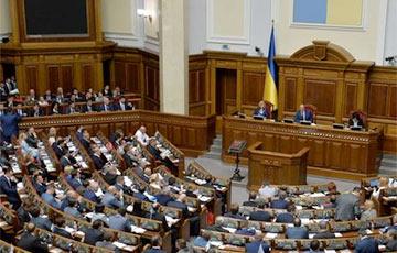 Опрос: в Верховную Раду Украины проходят пять партий