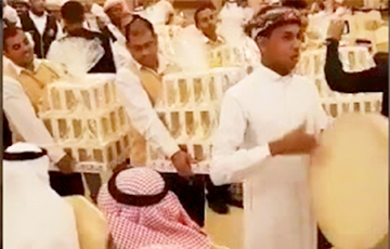 На свадьбе в Саудовской Аравии гостям дарили конфеты под видом iPhone