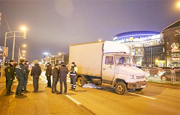 В Минске возле ТЦ «Замок» грузовик въехал в пешеходов