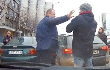 Відэафакт: На вуліцы Кульман адзін кіроўца надаваў штурхалёў іншаму і з'ехаў