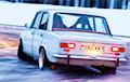 Белорус пытался угнать машину с помощью прохожего и по роликам в интернете