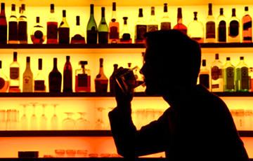 Ученые рассказали, как род деятельности связан с употреблением алкоголя