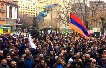 Полиция стянулась к палаточному городку у парламента Армении