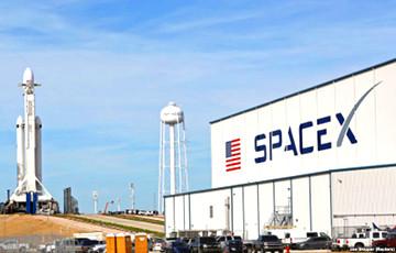 SpaceX запустила ракету Falcon 9 с десятью спутниками