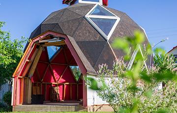 «Планетарий строишь?»: под Минском появился необычный каркасный дом