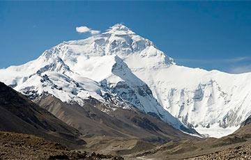 Видеофакт: На вершину Эвереста выстроилась очередь из сотен человек