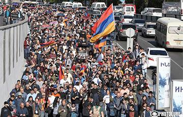 Лидер армянской оппозиции объявил о начале «бархатной революции»