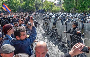 В столицу Армении ввели БТРы