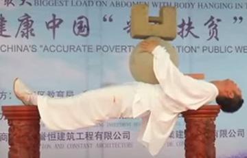 Видеофакт: Мастер боевых искусств установил мировой рекорд