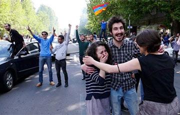 Что думают о «бархатной революции» знаменитости армянского происхождения
