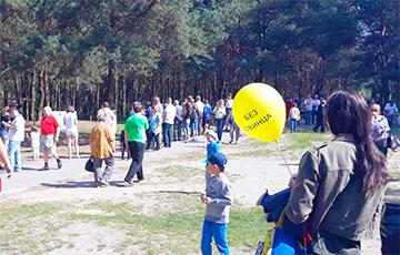 В Бресте целыми семьями вышли на митинг «Брестчанки против свинца» (Видео, онлайн)
