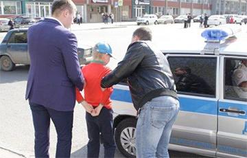 Путин VS дети: как на митингах в России массово задерживали подростков