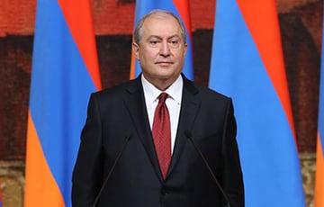Заболевшего COVID-19 президента Армении госпитализировали