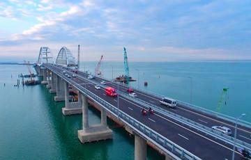 Видеофакт: Освобождаемые украинские корабли прошли под Крымским мостом