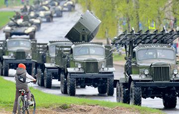 По Гродно ночью проехала километровая колонна военной техники