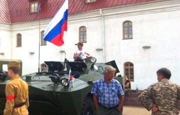 Видеофакт: В Оршу въехала колонна бронетехники РФ с символикой «ОРДЛО»