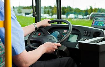 Водитель автобуса высадил школьницу, у которой не было справки учащегося