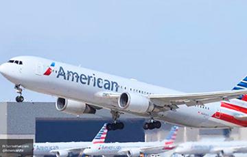 В США обшивка Boeing 777 упала на лужайку перед жилым домом
