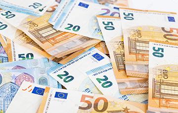 Белорусы устроили забег за валютой