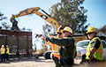 Байден уже сегодня остановит возведение стены с Мексикой