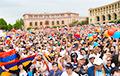 На мірныя пратэсты выйшлі сотні тысяч чалавек і перамаглі