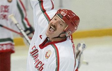 Видеофакт: Лукашенко делал странные вещи на хоккейной площадке