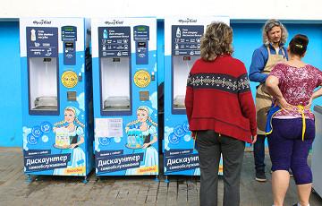 На Комаровке поставили автоматы, которые наливают моющее средство