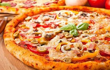 Собака, принесшая хозяевам пиццу, стала звездой Сети