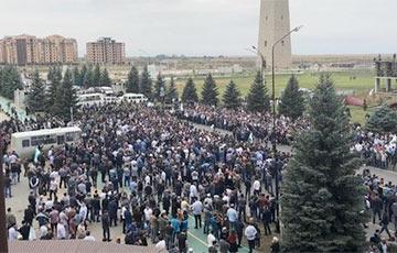 На митинге в Ингушетии из-за границы с Чечней открыли стрельбу