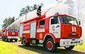 Відэафакт: У Менску гарыць кватэра, а пажарнікі не могуць праехаць праз прыпаркаванае аўто