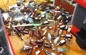 Десятки бутылок вдребезги: в гомельском «Евроопте» рухнул стеллаж с алкоголем