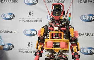 Видеохит: Японские инженеры научили робота кататься нароликах искейте