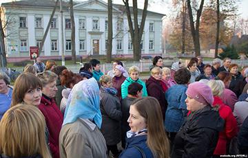Жители Богушевска вышли на стихийный протест