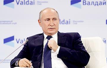 Путин играет в наперстки на сцене