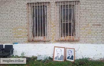 У магілёўскай школе на сметнік выкінулі два партрэты Лукашэнкі