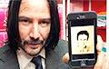 Фотофакт: Брестчанка нарисовала портрет Киану Ривза, а он в ответ сфотографировался с ним