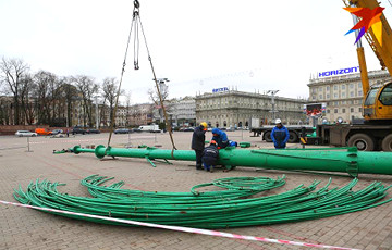 Photofact: Main Christmas Tree Installed In Minsk