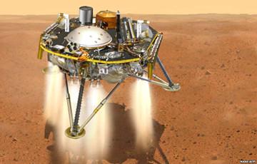 Космический аппарат InSight прислал первое фото с Марса