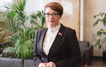 Лукашенко наградил медалью разработчицу декрета о «тунеядцах»