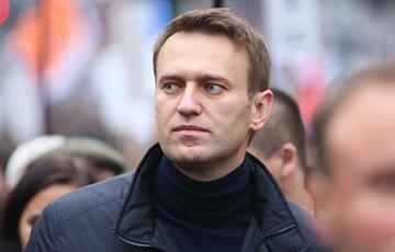 Алексея Навального госпитализировали с отравлением после экстренной посадки самолета