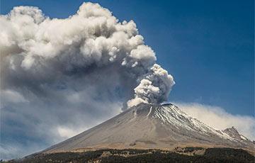 Ученые показали невероятное видео из жерла активного вулкана