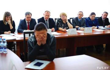 Житель Глубокого: У главы «тунеядской комиссии» шея от золота ломится