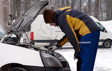 Спирт, тряпки и горячая вода: эксперты рассказали, как завести автомобиль после холодной ночи
