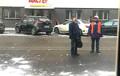 В Минске рабочие чистили от снега крышу и уронили на девушку кирпич