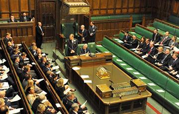 В парламент Британии внесли поправку об отсрочке Brexit