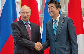 СМИ: Премьер Японии пересмотрит стратегию на переговорах о мирном договоре с РФ