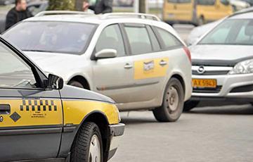 «Из-за низких заработков в такси огромная текучка»