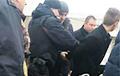 Видеофакт: ОМОН задерживает нападавшего в Столбцах